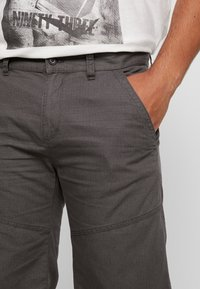 s.Oliver - Shorts - grey whale - 4