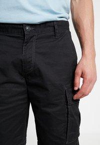 s.Oliver - LOOSE - Shorts - grey/black - 3