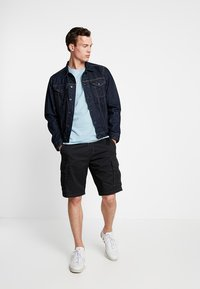 s.Oliver - LOOSE - Shorts - grey/black - 1