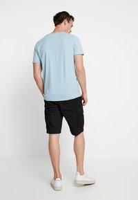 s.Oliver - LOOSE - Shorts - grey/black - 2