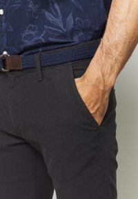 s.Oliver - Shorts - charcoal - 4
