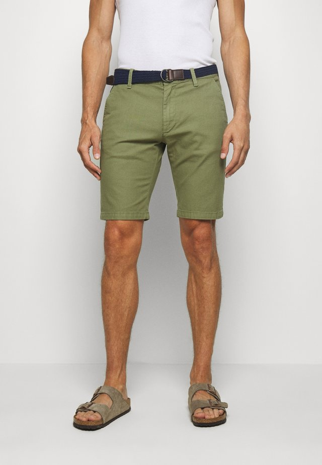 BERMUDA WITH BELT - Shortsit - army green