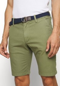 s.Oliver - BERMUDA WITH BELT - Shorts - army green - 3