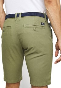 s.Oliver - BERMUDA WITH BELT - Shorts - army green - 5