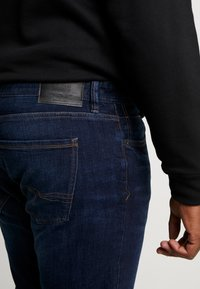 s.Oliver - Relaxed fit jeans - blue denim - 3