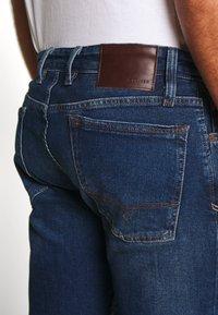 s.Oliver - HOSE LANG - Slim fit jeans - blue denim - 4