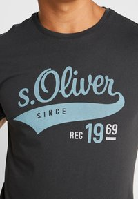 s.Oliver - KURZARM - T-shirt con stampa - ebony - 4