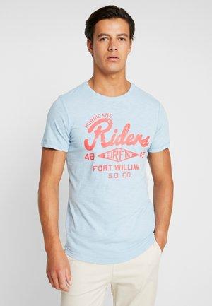 KURZARM - T-shirt con stampa - blue mist