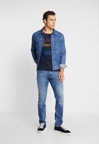 s.Oliver - KURZARM - T-shirt z nadrukiem - fresh ink - 1