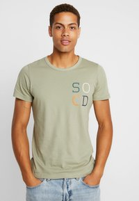 s.Oliver - KURZARM - T-shirt con stampa - stone green - 2