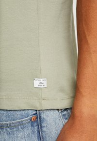 s.Oliver - KURZARM - T-shirt con stampa - stone green - 5