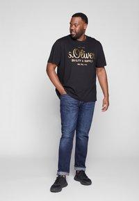 s.Oliver - KURZARM - Print T-shirt - black - 1