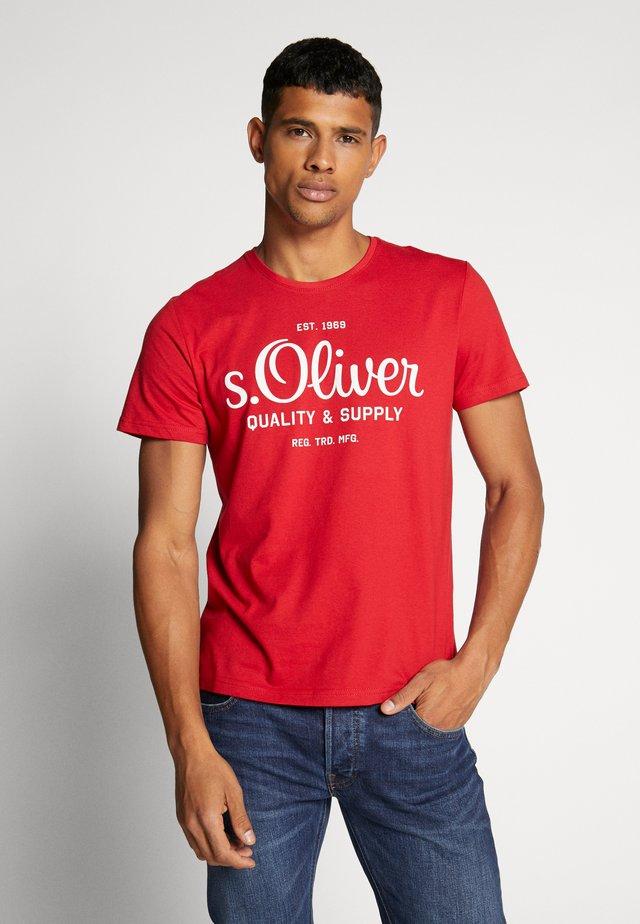 T-shirt z nadrukiem - marker red