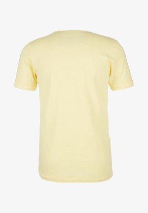 MIT SLUB YARN-STRUKTUR - Basic T-shirt - light yellow