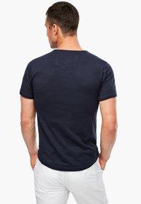 s.Oliver - MIT SLUB YARN-STRUKTUR - Basic T-shirt - dark blue - 2