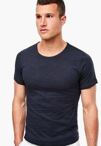 s.Oliver - MIT SLUB YARN-STRUKTUR - Basic T-shirt - dark blue - 0