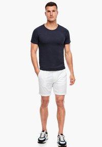 s.Oliver - MIT SLUB YARN-STRUKTUR - Basic T-shirt - dark blue - 1