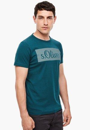 MIT LOGO-PRINT - Print T-shirt - petrol