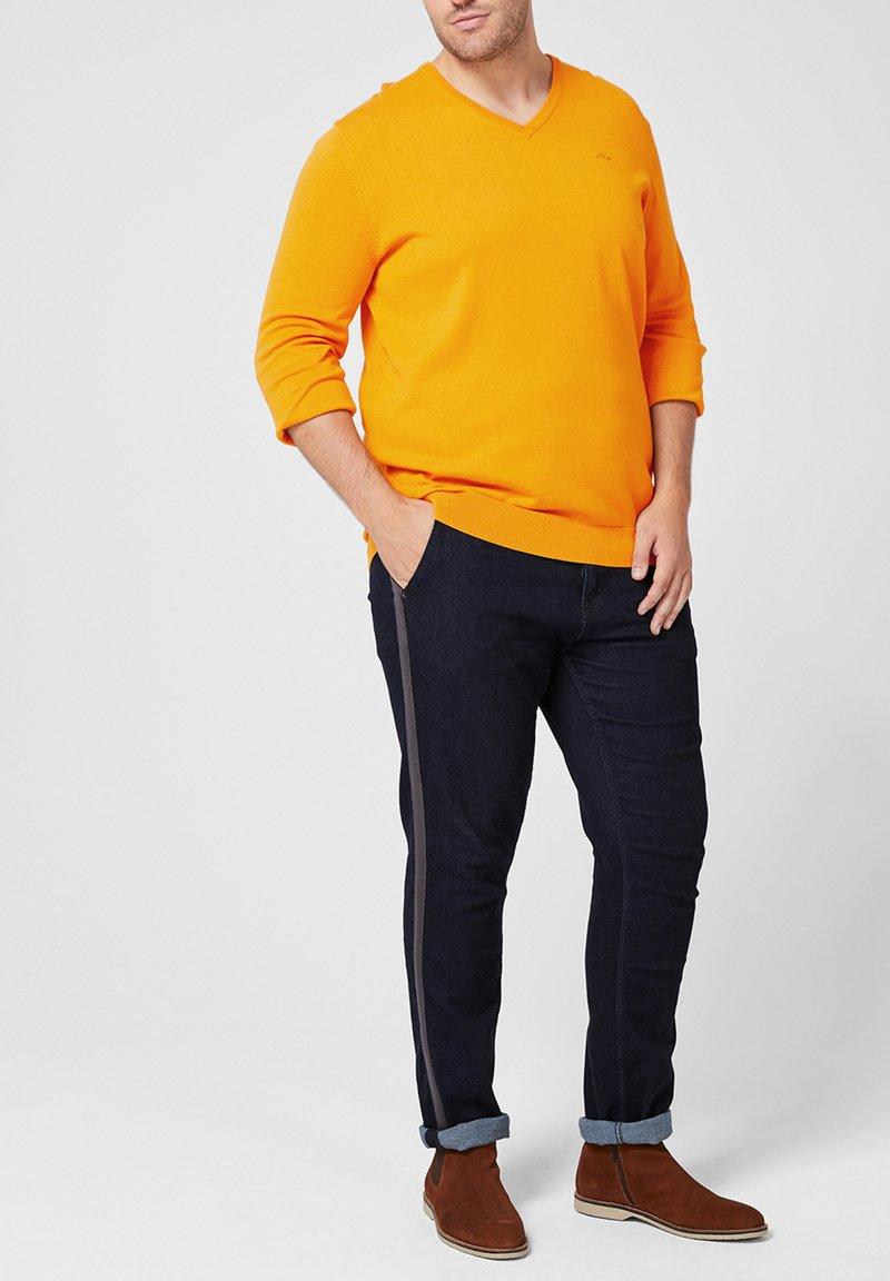 s.Oliver - MIT V-AUSSCHNITT - Sweatshirt - golden yellow