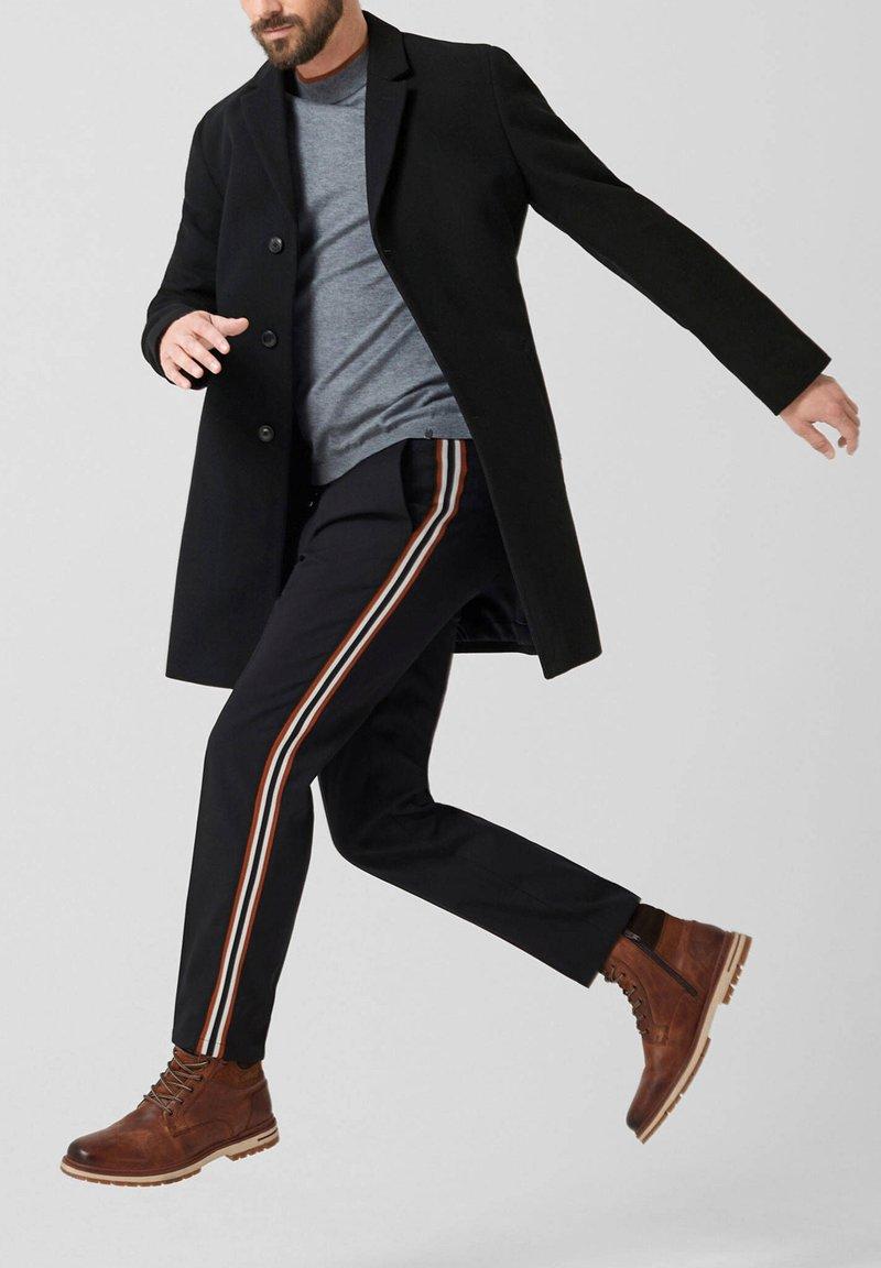 s.Oliver - RED LABEL  - Short coat - black