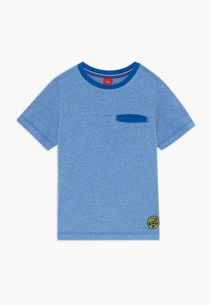 KURZARM - Print T-shirt - blue melan