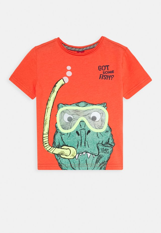 KURZARM - T-shirt con stampa - orange