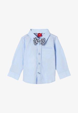 MIT ABNEHMBARER FLIEGE - Shirt - light blue