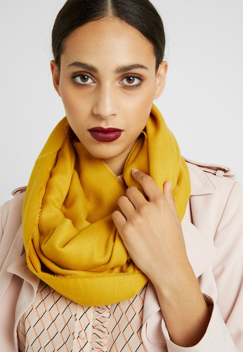 s.Oliver - Snood - yellow