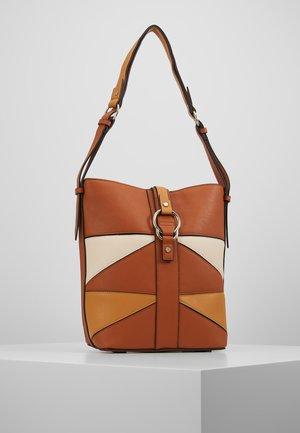 HOBO - Käsilaukku - brown