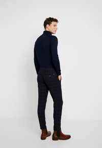 Solid - SLIM TRAVIS CROPPED - Kangashousut - insignia blue - 2
