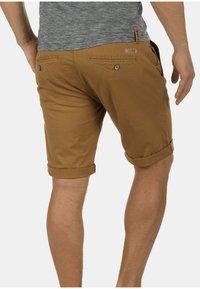 Solid - CHINOSHORTS MONTIJO - Shorts - braun - 1