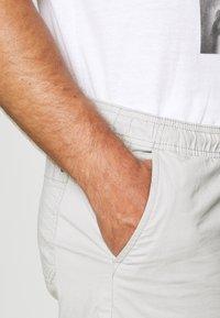 Solid - GUBI ELASTIC - Shorts - light grey - 4