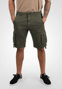 Solid - VIZELA - Shorts - ivy green - 0
