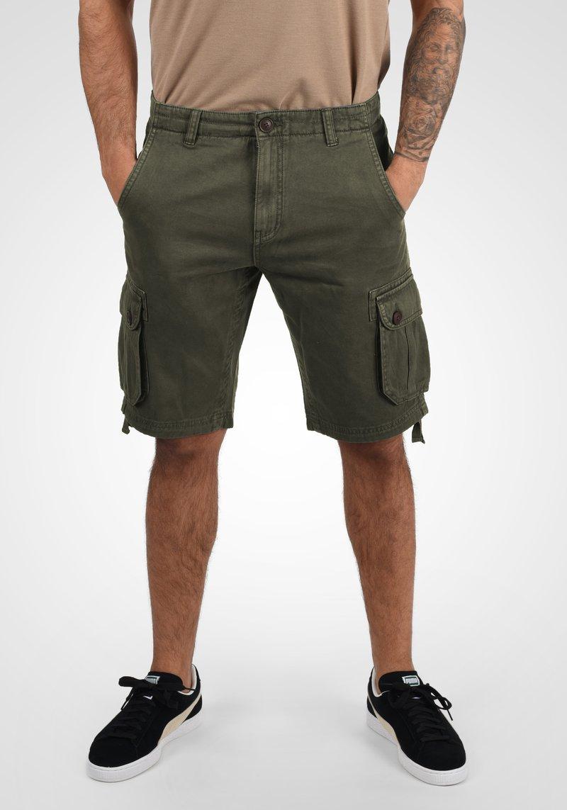 Solid - VIZELA - Shorts - ivy green