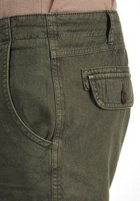 Solid - VIZELA - Shorts - ivy green - 4