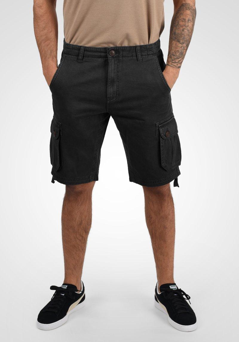 Solid - VIZELA - Shorts - black