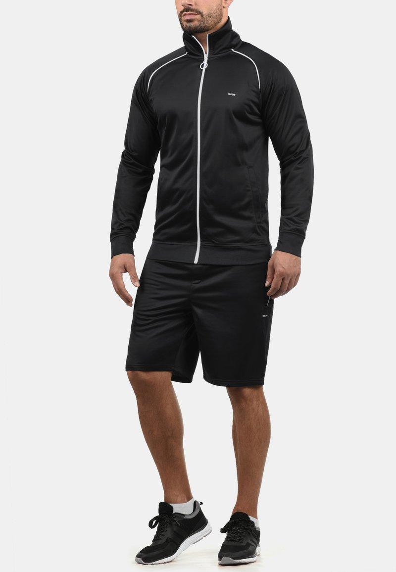 Solid - LEANDO - Shorts - black
