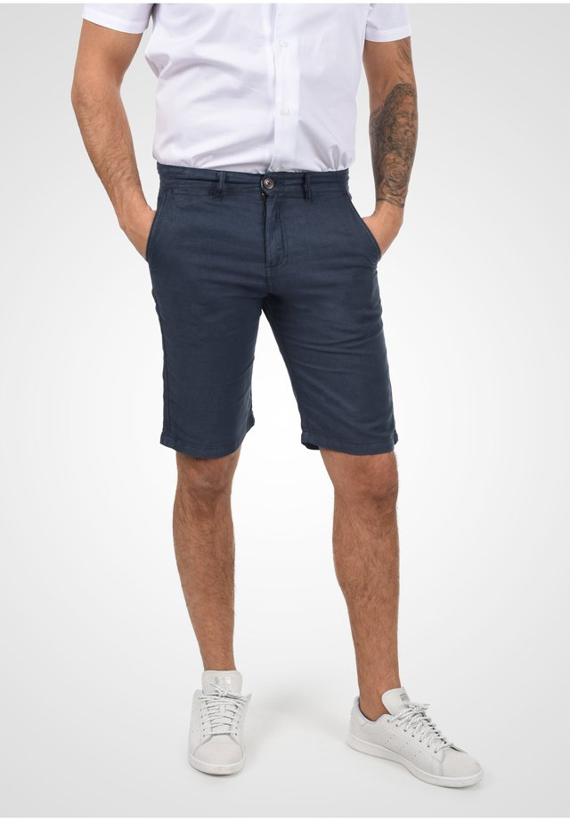 Shorts - insignia b