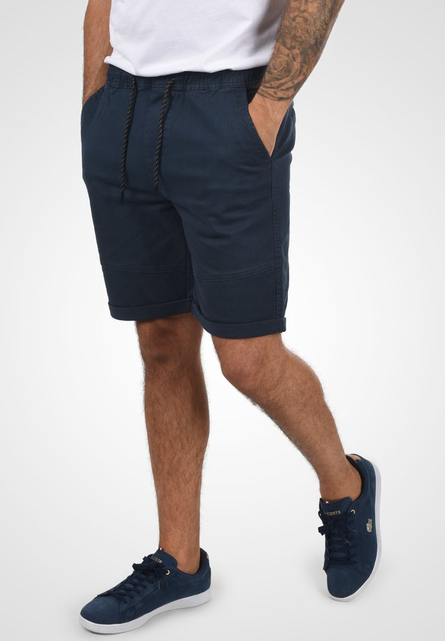 HENK - Shorts - insignia blue