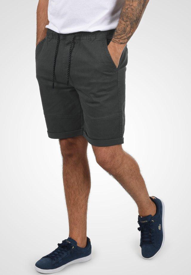 HENK - Shorts - forged iron
