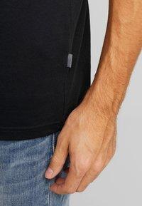 Solid - GAYLIN - T-shirts - black - 5