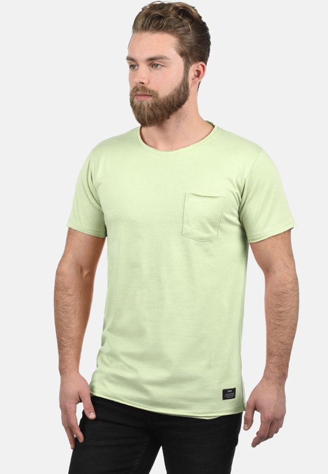 ANDREJ - Basic T-shirt - light green