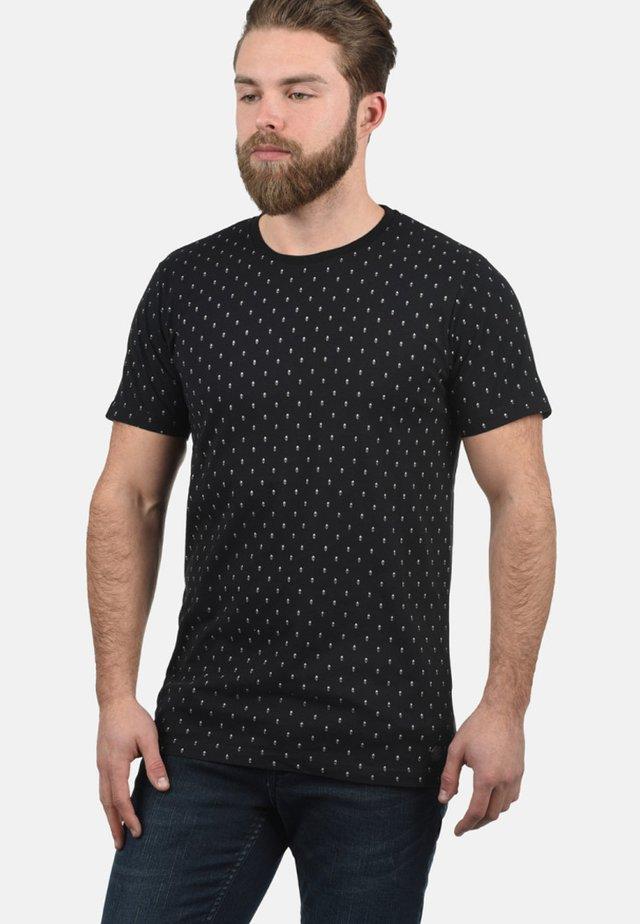 RUNDHALSSHIRT AARON - Print T-shirt - black