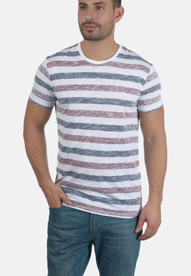 RUNDHALSSHIRT TET - Print T-shirt - wine red