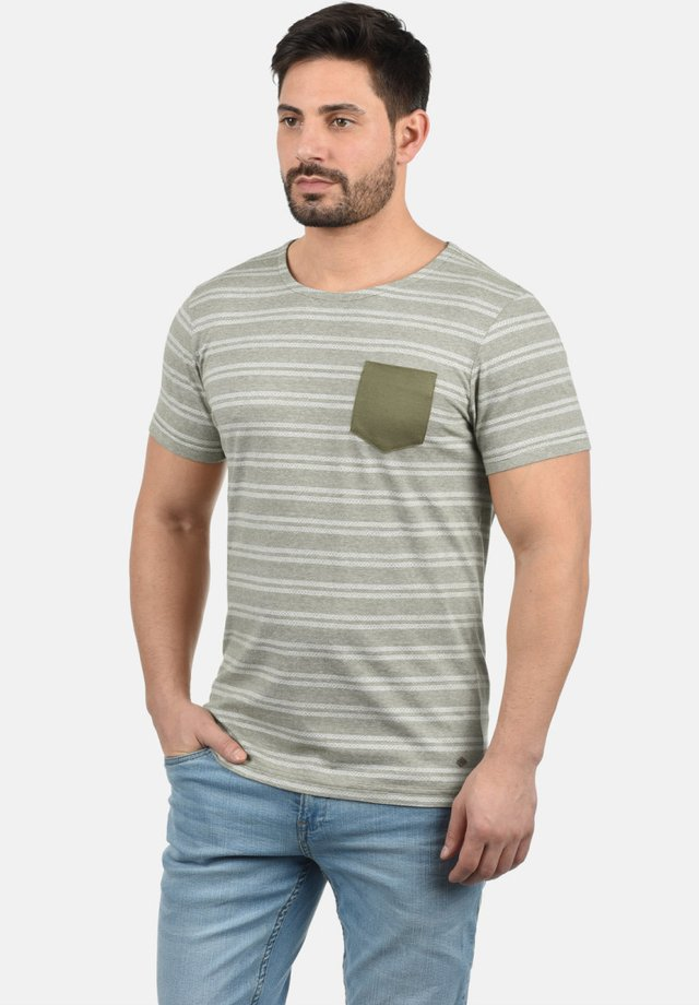 FIDEL - Print T-shirt - dusty olive