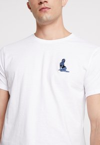 Solid - GAVIN PIN-UP - T-shirt basic - white - 4