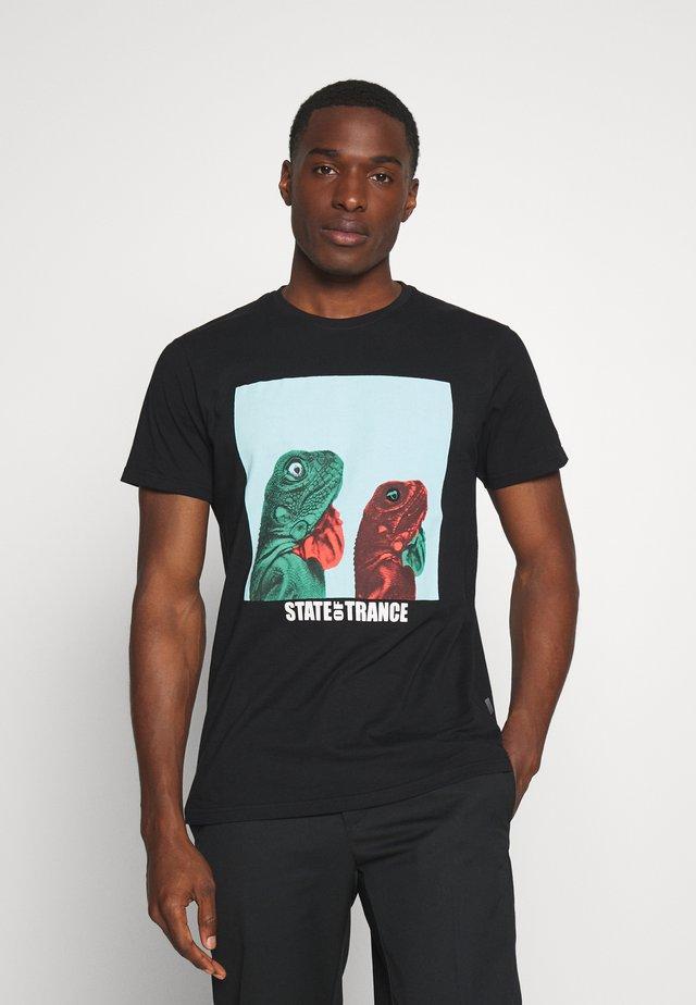 JARMO - T-shirts med print - black