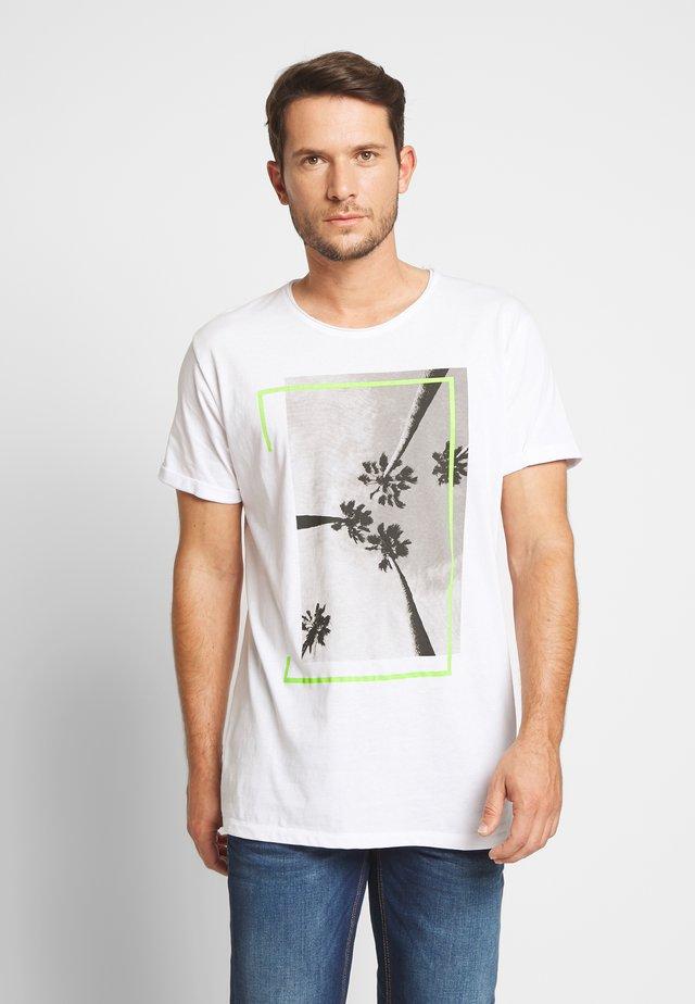 JAGGER - T-shirt z nadrukiem - white