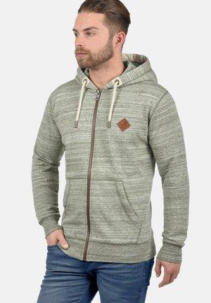 KAPUZENSWEATJACKE CRAIG - Zip-up hoodie - ivy green