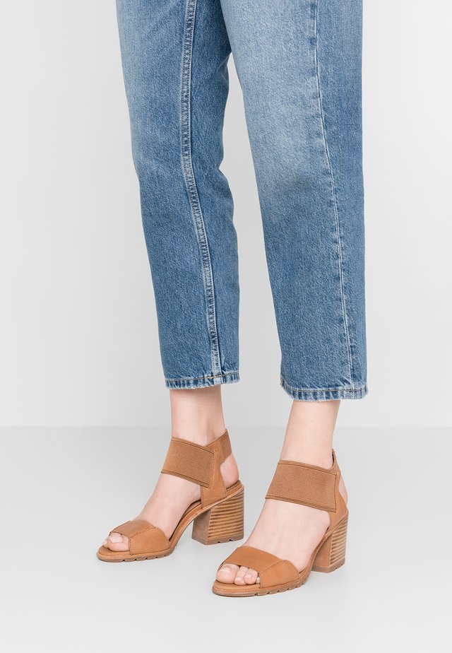 NADIA - Sandals - camel/brown